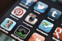 Залежність дітей та підлітків від соціальних мереж: причини, симптоми і методи подолання